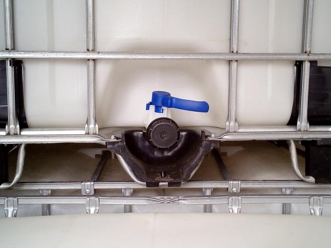 IBC tartály 1000l-es öntözésre, esővízre, permetszerre